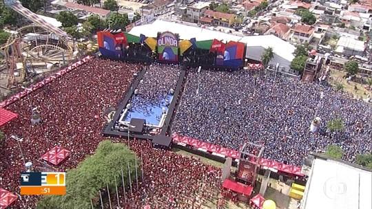 Multidão curte maratona de shows do Olinda Beer