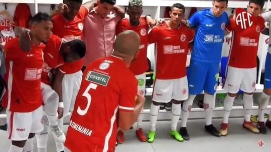 A redenção: Pardal ganha braçadeira de capitão e se emociona com gol da classificação