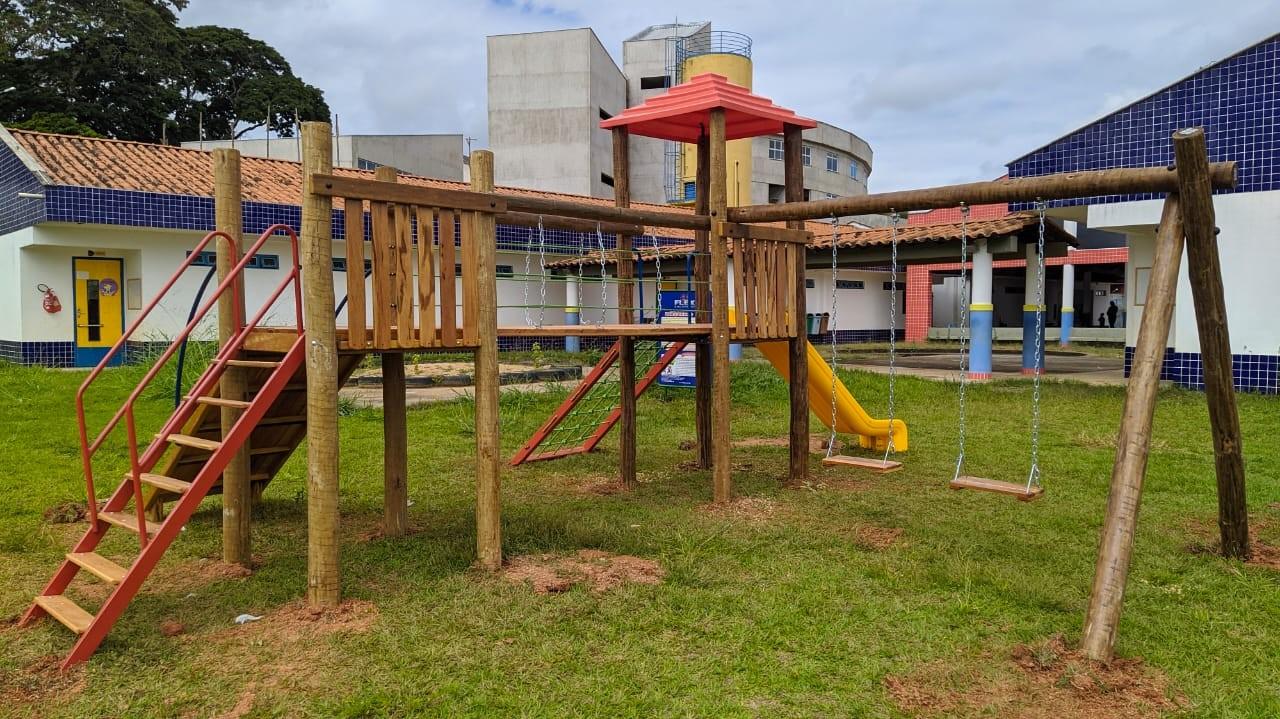 Prefeitura inicia construção de parquinhos em escolas e creches de Viçosa
