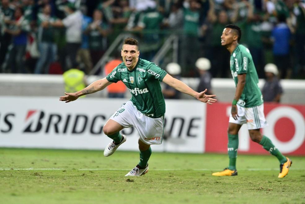 Moisés comemora o gol no tempo normal (Foto: Marcos Ribolli)