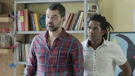 Rafael e Vinícius fazem proposta para Alex