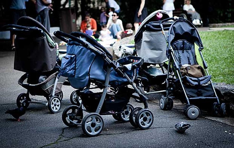 Carrinhos de bebê na Praça Buenos Aires, em São Paulo (Foto: Caio Kenji/G1)