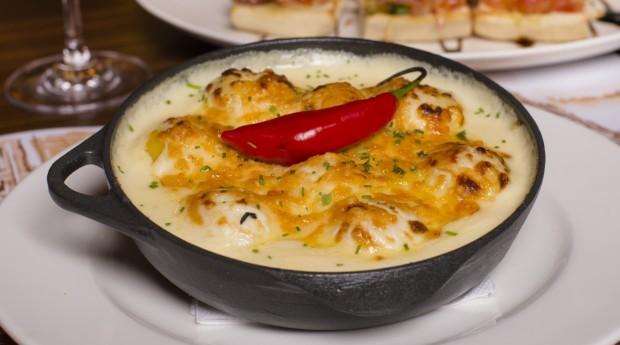 """Prato gnocchi ao molho quatro queijos à """"Marina Ruy Barbosa"""", servido no restaurante e na franquia (Foto: Divulgação)"""