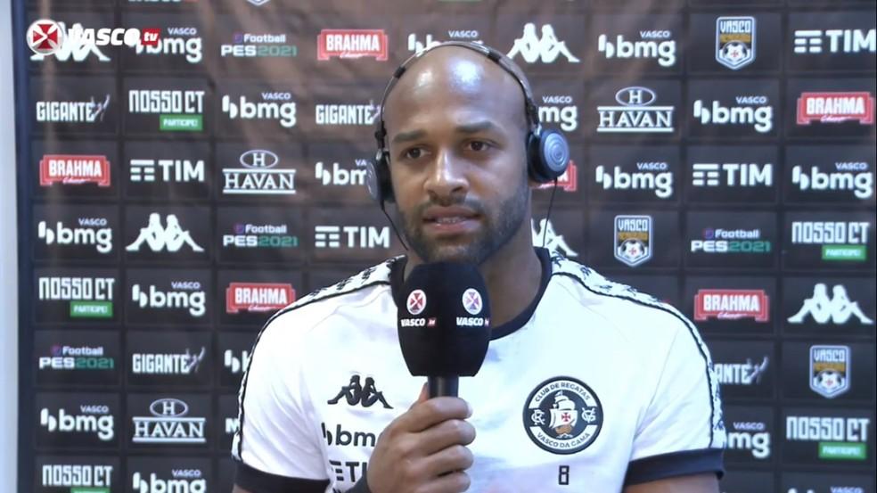 Fellipe Bastos conversou com os jornalistas após o jogo — Foto: Reprodução