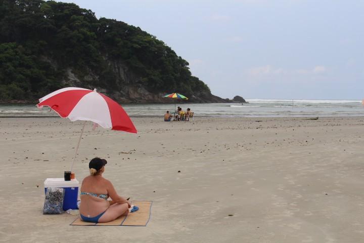 Jovem de 23 anos morre afogado em praia de Bertioga, SP