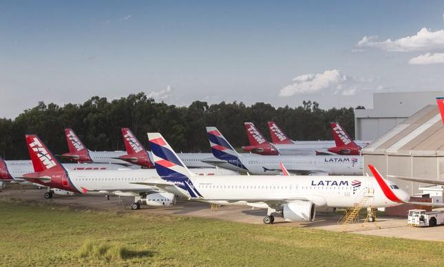 Aviões da Latam no centro de manutenção em São Carlos