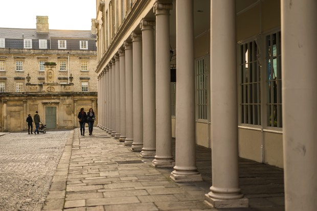 Conheça os lugares reais que aparecem nas cenas da série Bridgerton, da Netflix (Foto: VisitBritain)