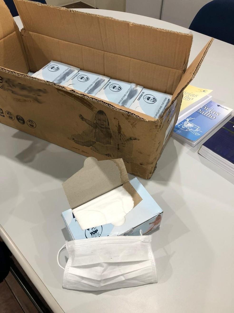 Em cada caixa apreendidas em SC há dezenas de máscaras fasciais  — Foto: Receita Federal/Divulgação