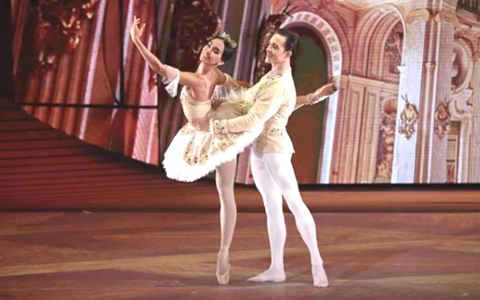"""Goiana, bailarina Amanda Gomes vence junto com Wagner Carvalho a 3ª edição do reality show """"Bolshoi Ballet"""", na Rússia — Foto: Reprodução/ Natalia Voronova"""