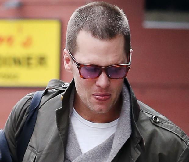 Tom Brady circula com novo corte de cabelo (Foto: Grosby Group)