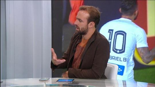 """Gabigol marca de novo e comentarista elogia: """"Jogador diferenciado"""""""