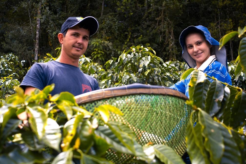 Edivan e Geisilane investiram na produção de café especial em Itarana, no Espírito Santo (Foto: Vinícius Gonçalves/ TV Gazeta)