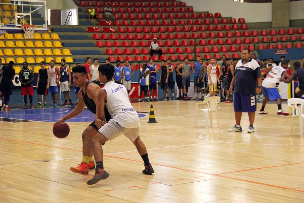fe23607707d ... Seletivas do basquete serão comandadas pelo técnico Caio Bueris — Foto   Antonio Penedo Mogi