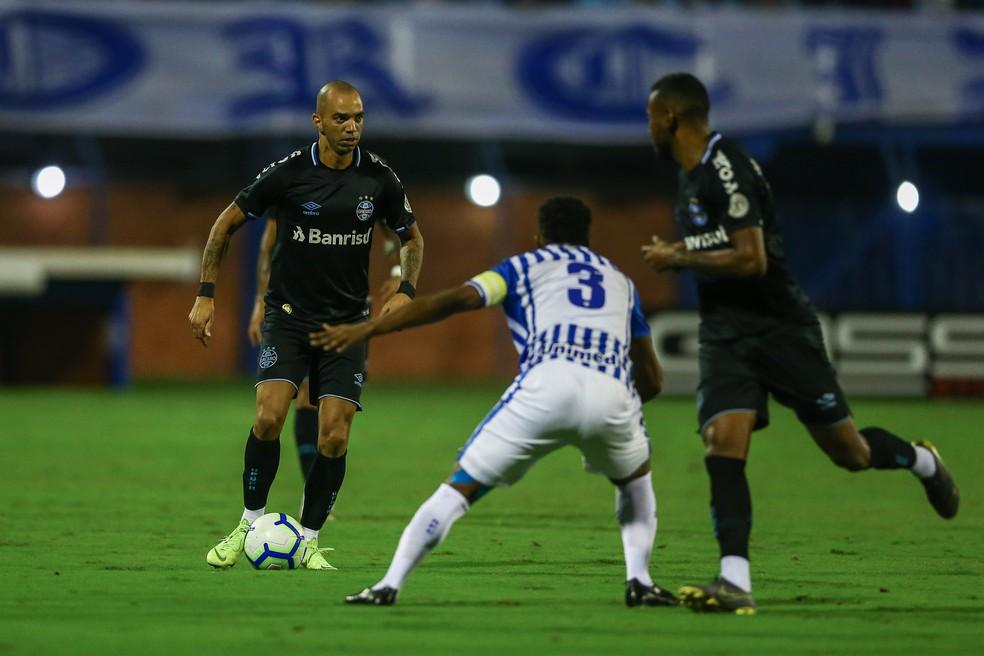 Diego Tardelli teve chance, mas não a aproveitou — Foto: Lucas Uebel/Grêmio