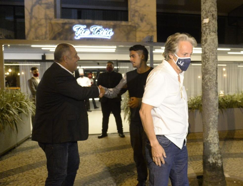 Jorge Jesus e Marcos Braz jantam na Barra da Tijuca — Foto: André Durão