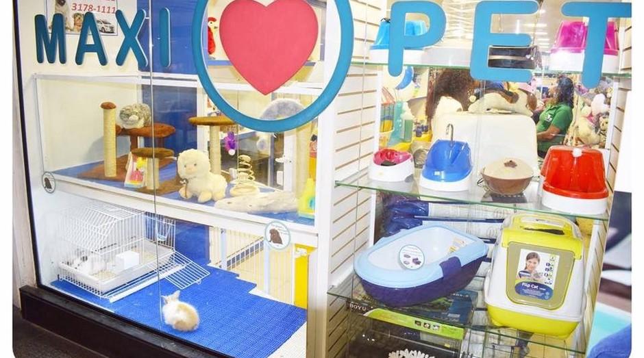 Maxi Pet: rede oferece artigos de pet shop, produtos de farmácia, aquário, rações e serviço de banho e tosa (Foto: Reprodução Facebook)