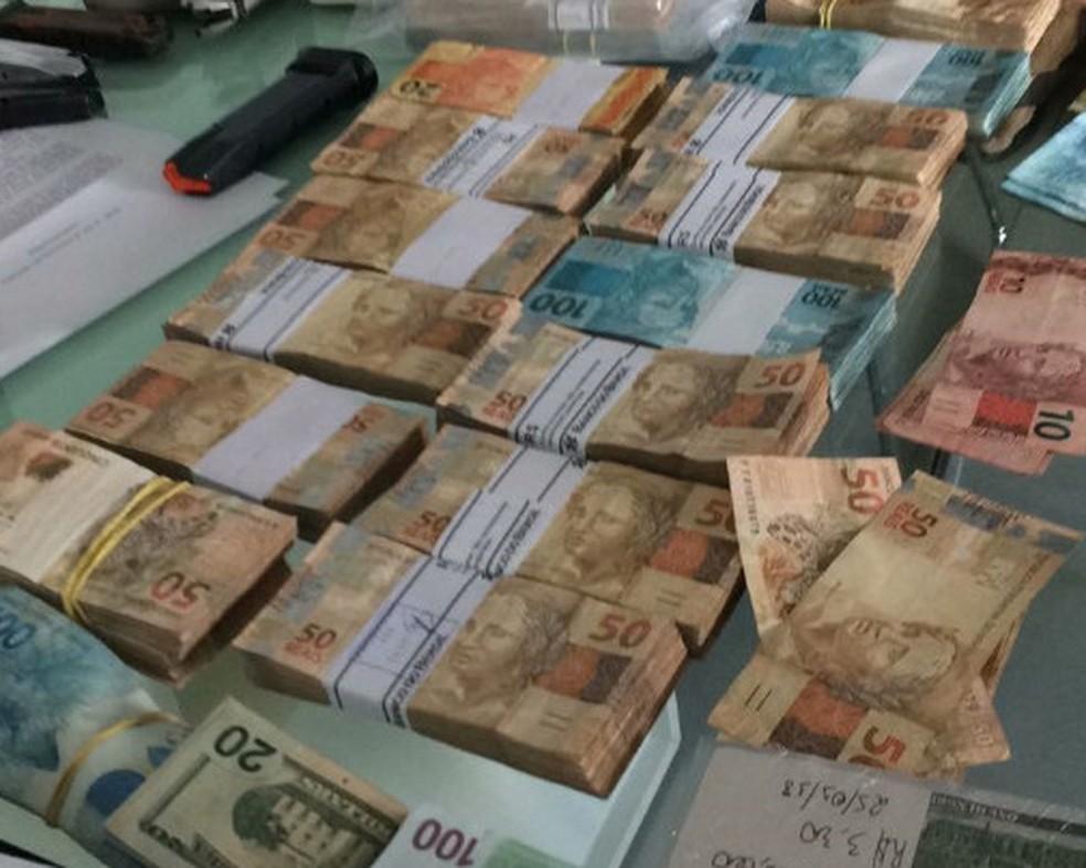 Polícia Federal apreendeu R$ 220 mil e U$ 33,5 mil durante operação Decimus (Foto: Polícia Federal/Divulgação)
