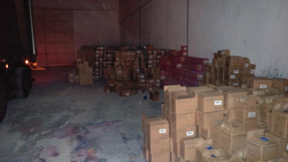 Carga roubada foi encontrada em galpão em Parnamirim, na Grande Natal, horas após o roubo (Foto: Divulgação/Polícia Civil)