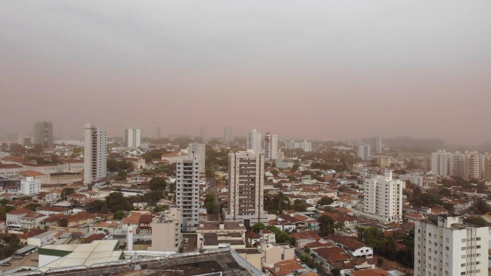 Nuvem de poeira em Uberaba — Foto: Corpo de Bombeiros/Divulgação