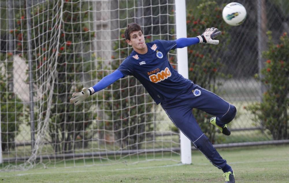 Invisível no Cruzeiro, goleiro ex-seleção de base busca nova chance na carreira