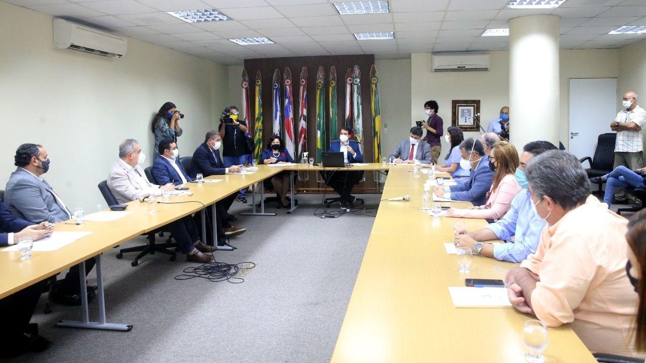 Em reunião do Pacto Contra o Coronavírus, entidades públicas e privadas decidem ajudar população no cadastro para vacina no Ceará