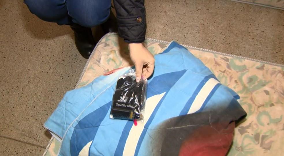 Paróquia de São Carlos disponibiliza colchão, manta, kit de limpeza e alimentação aos moradores em situação de rua — Foto: Reprodução/EPTV