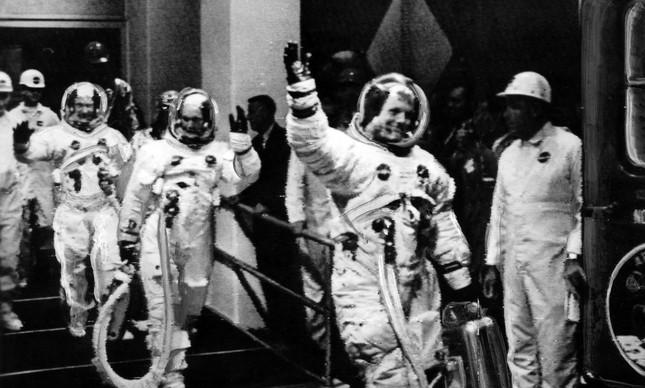 A tripulação da Apolo 11 durante o embarque da viagem para a Lua, no dia 16 de julho de 1969