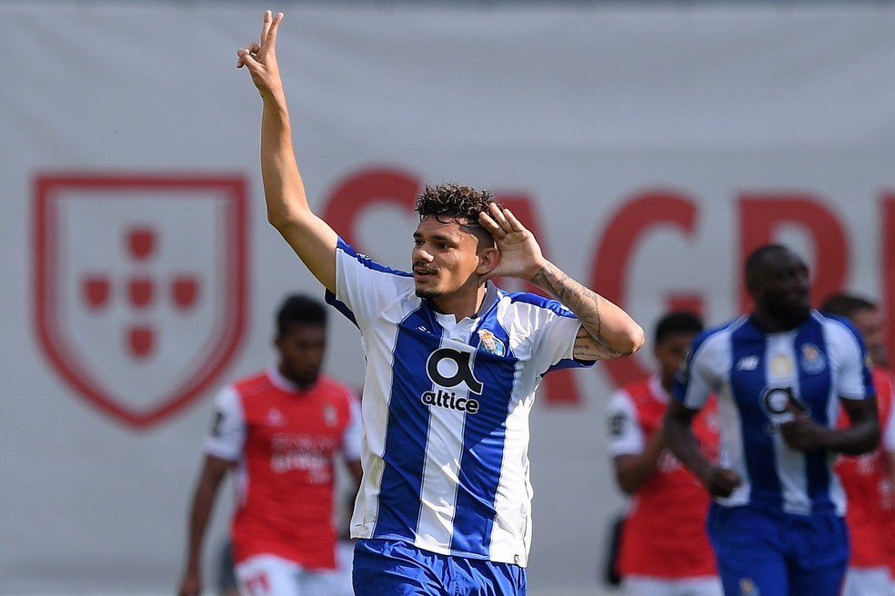Tiquinho Soares pode está de saída do Porto — Foto: EFE/EPA/HUGO DELGADO