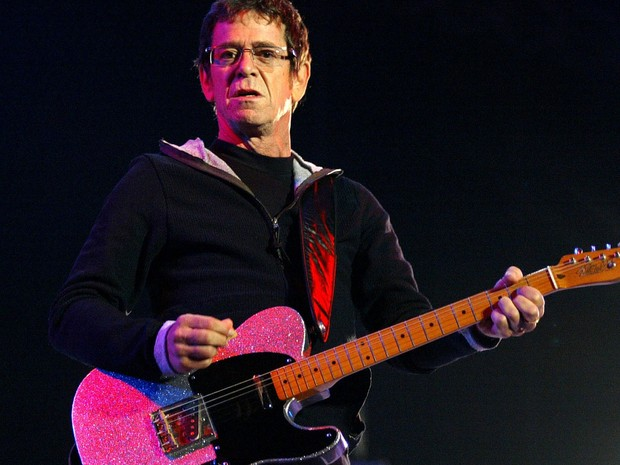 Lou Reed em show em Santiago de Compostela, na Espanha, no dia 16 de julho de 2004 (Foto: Reuters/Miguel Vidal)