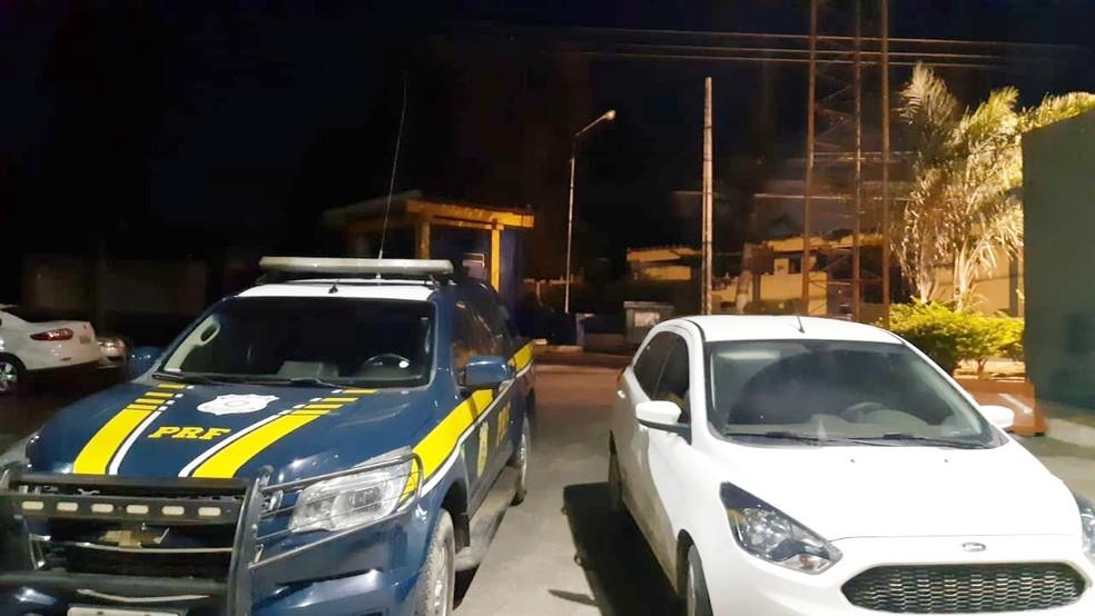 Carro roubado em Recife foi encontrado em Garanhuns — Foto: Polícia Rodoviária Federal