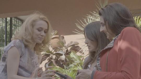 Falou em caprichar no make, Silvéria e Mirela ficam animadas!