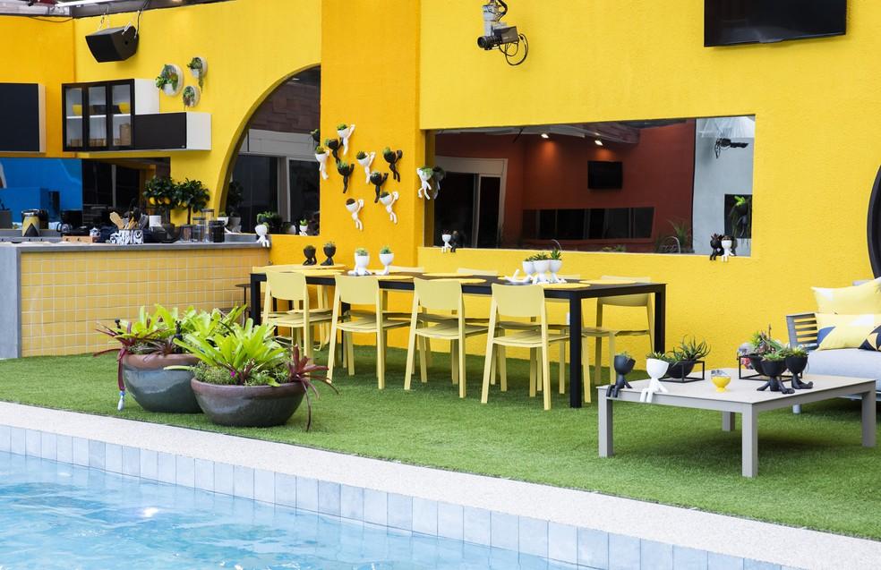 Mesa de jantar da área externa do BBB20 — Foto: Victor Pollak/Globo