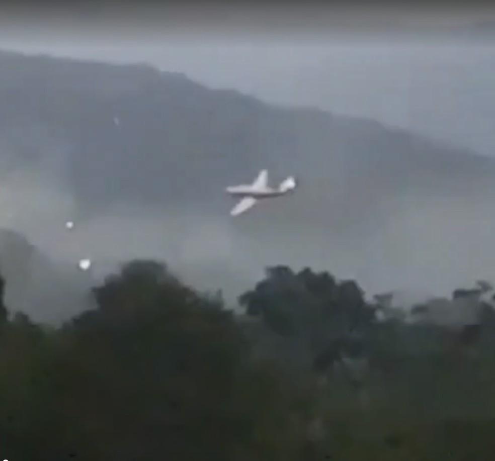 Aeronave sobrevoa aeroporto de Ubatuba antes do acidente (Foto: Reprodução)