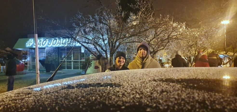 Turistas curtiram neve em São Joaquim — Foto: Mycchel Legnaghi/São Joaquim Online