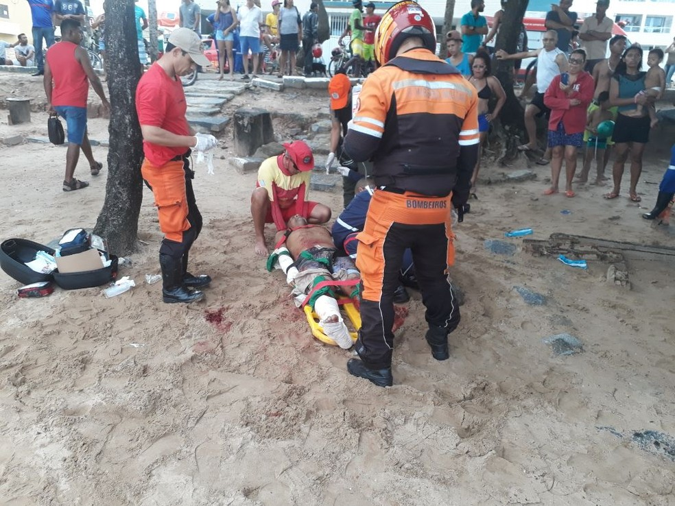 Homem foi atacado por tubarão na Praia de Piedade, no Grande Recife, em abril de 2018 (Foto: Corpo de Bombeiros/Divulgação)