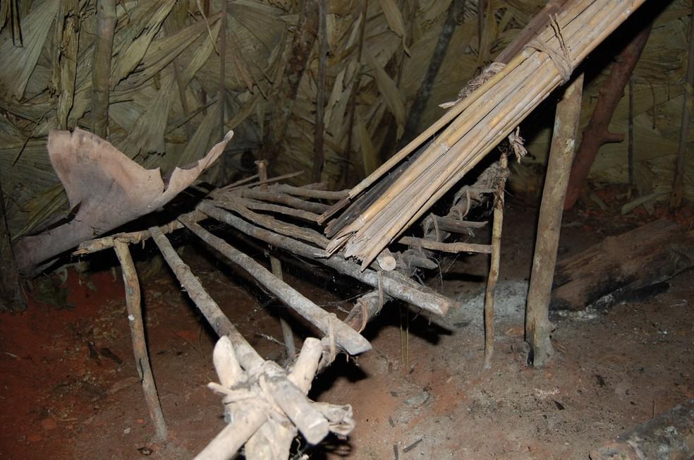 Cabana construída pelo índio isolado conhecida como Tapiri. (Foto: Reprodução/Funai. )