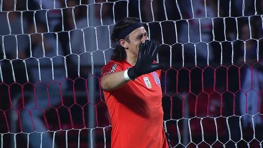 Reinaldo chuta de longe, Cássio falha, e São Paulo amplia diante do Corinthians