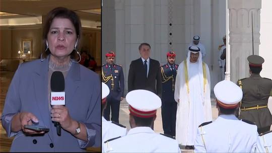 Em viagem aos Emirados Árabes, Bolsonaro visita a Grande Mesquita do Xeque Zayed