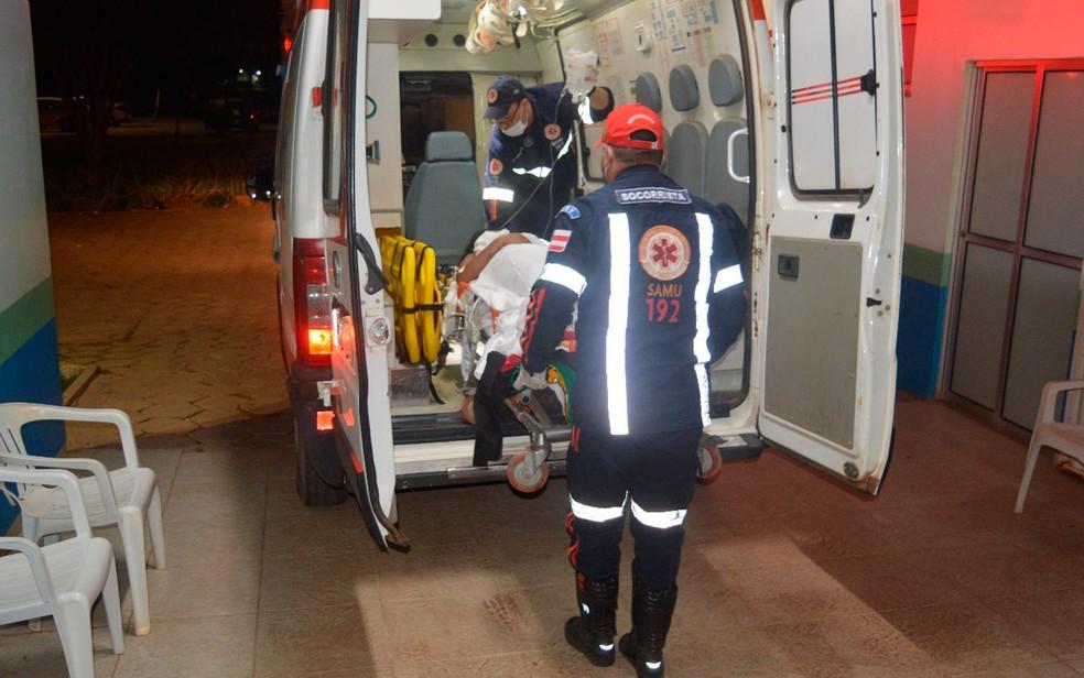 Adolescente foi socorrida em estado grave e levada para hospital (Foto: Blogbraga/Elvis Araújo)