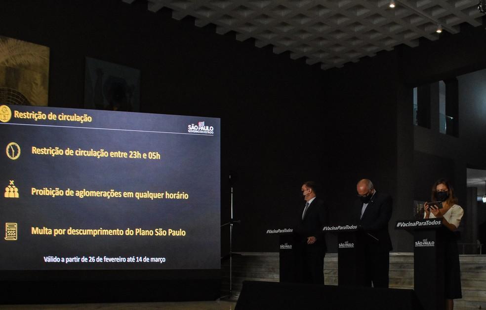 Governo de São Paulo faz coletiva de imprensa para falar sore o combate ao coronavírus e apresenta telas com novas medidas de restrição em SP — Foto: ROBERTO CASIMIRO/FOTOARENA/ESTADÃO CONTEÚDO
