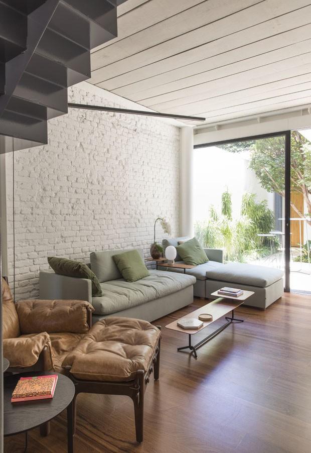 Uma casa moderna e funcional para um casal e seu cachorro (Foto: Maíra Acayaba)