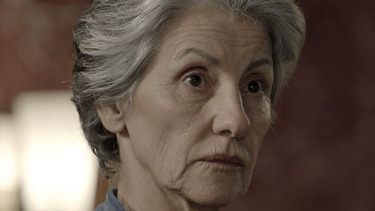 Djanira descobre interesse de Romero em Tóia: 'Pedra preciosa'