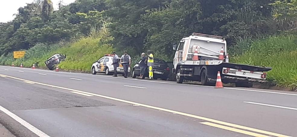Motociclista morreu após bater de frente com o carro na rodovia que liga Arealva a Iacanga  — Foto: Marcos Previdello / TV TEM