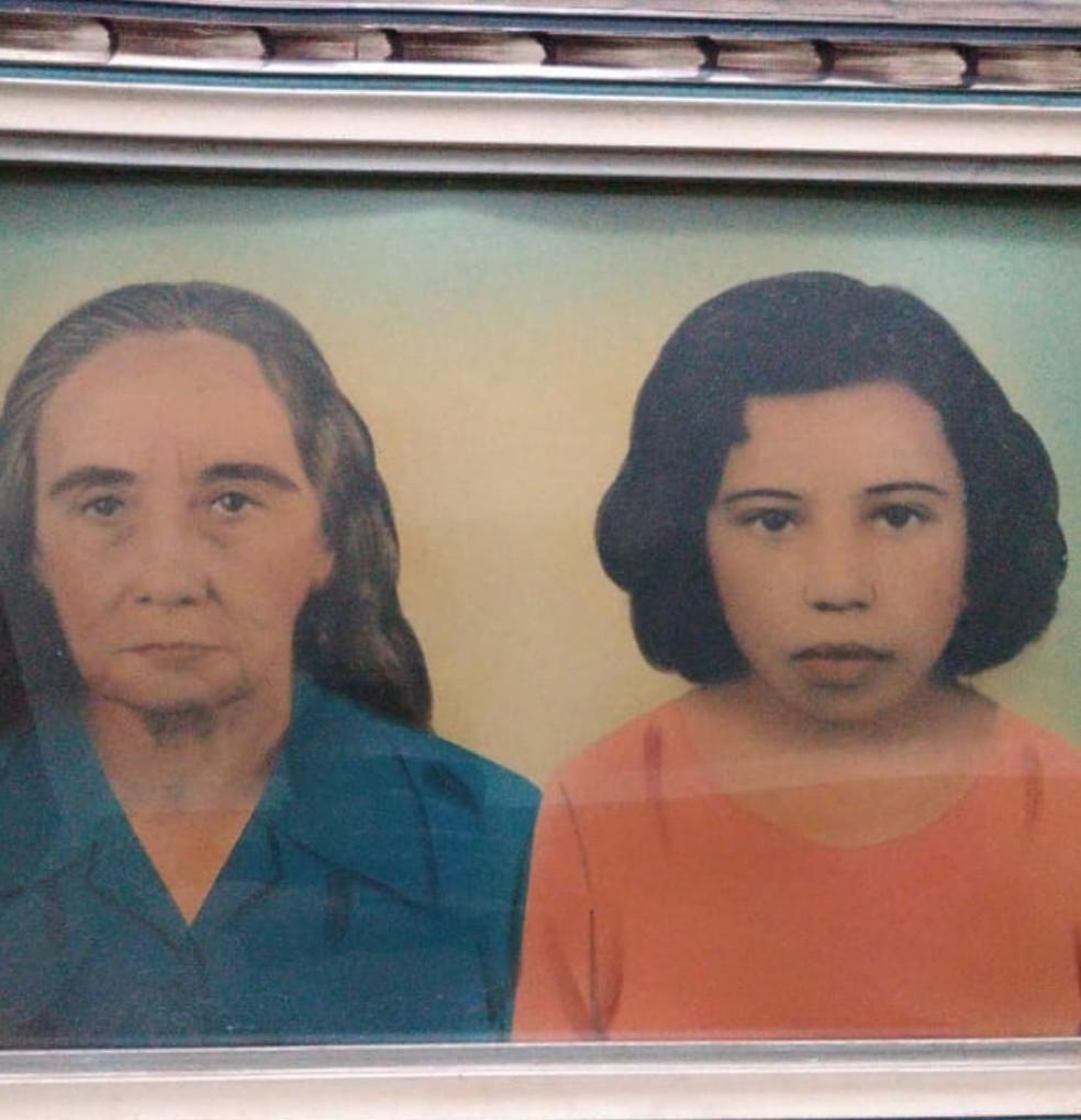 Oneide Ribeiro, aos 11 anos,  com a avó Maria Soares que a ensinou a ler e escrever — Foto: Arquivo pessoal