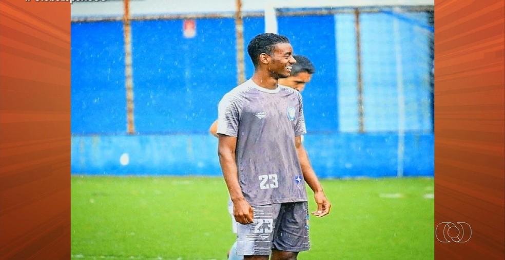 Fellipe, zagueiro da base do Atlético-GO, chegou ao clube neste ano — Foto: Reprodução / TV Anhanguera