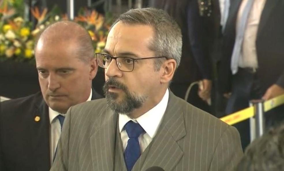 Em agenda em SC, ministro da Educação, Abraham Weintraub, negou cobrança de mensalidade em universidades federais. — Foto: Reprodução/NSC TV