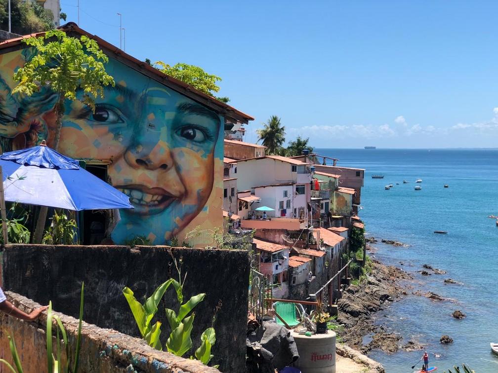Vista da comunidade do Solar do Unhão para a Baía de Todos-os-Santos — Foto: Lílian Marques/ G1