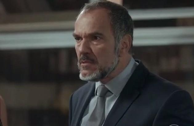 Na terça-feira (25), Germano (Humberto Martins) se irrita após Rafael (Daniel Rocha) não acreditar na amnésia de Sofia (Foto: TV Globo)