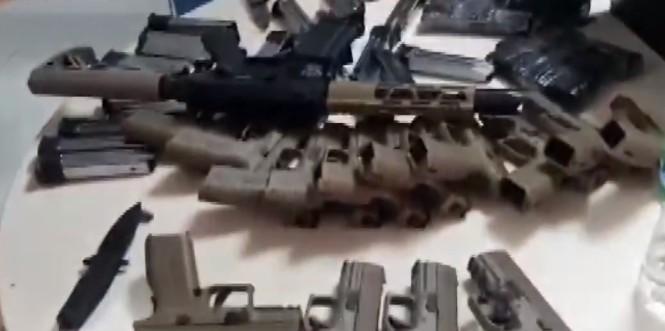 Homem é preso com seis fuzis e 23 pistolas em ônibus na BR-116, no sudoeste da Bahia
