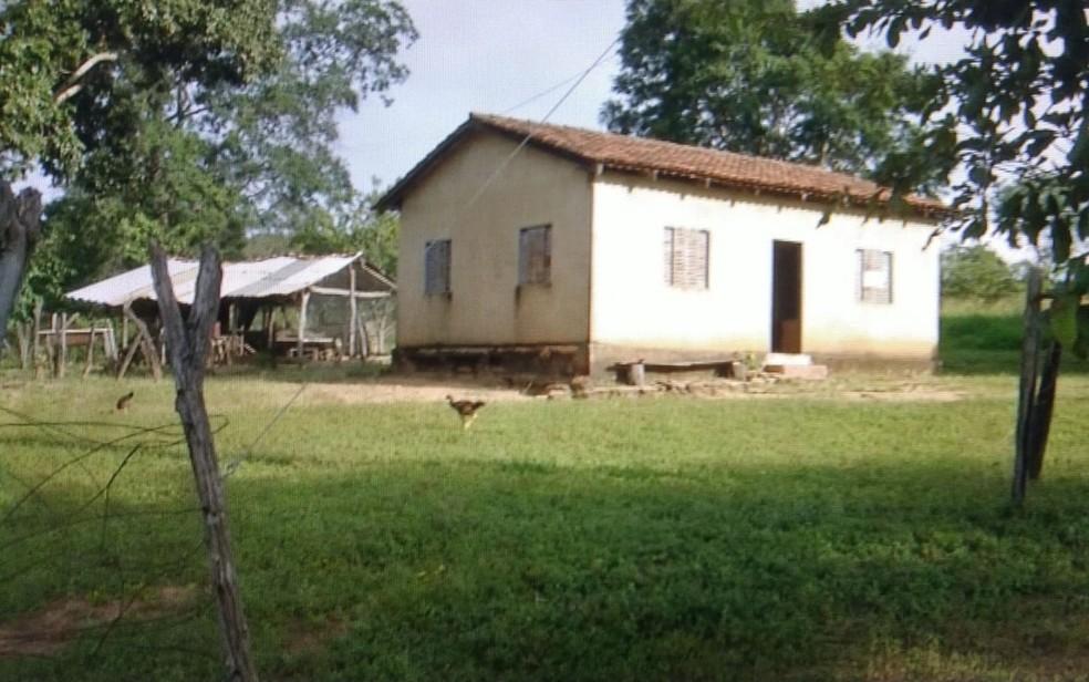 Idoso morreu atacado por animal em propriedade rural de Vila Propício — Foto: Reprodução/TV Anhanguera